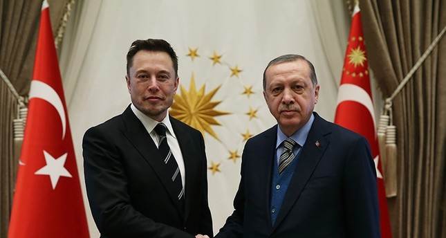 President Recep Tayyip Erdoğan (right) shakes hands with Tesla CEO Elon Musk at the Presidential Complex in Ankara, Nov. 8, 2017 (AA Photo)