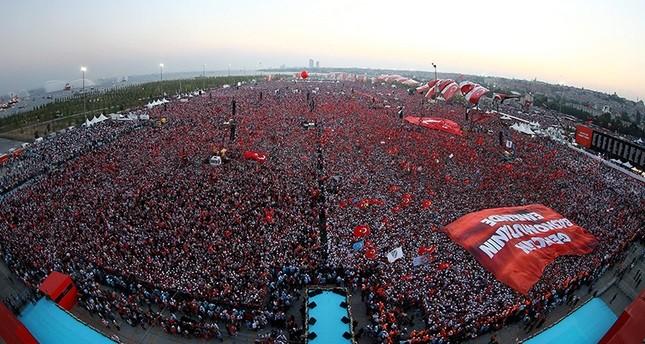 ميدان يني قابي باسطنبول.. شاهد على تجمع الملايين من أجل الديمقراطية والإرادة الشعبية