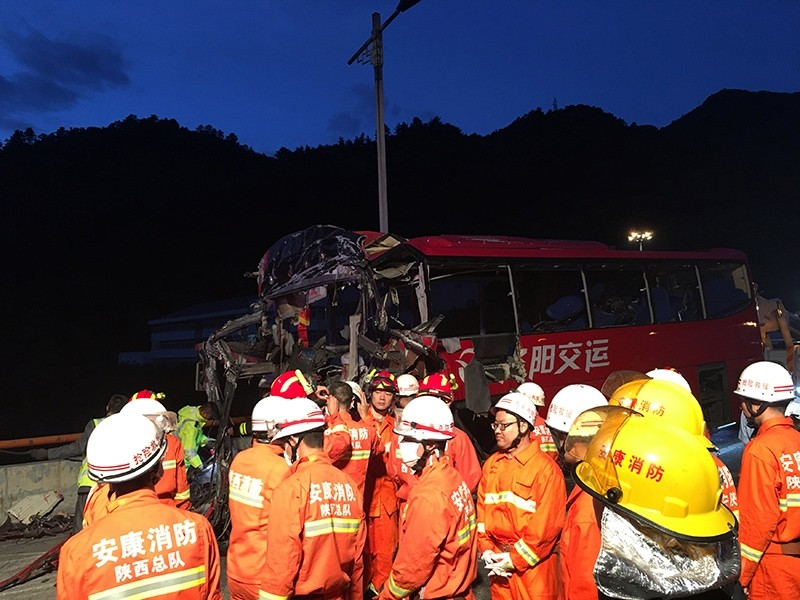 Firefighters work near the wreckage of a coach after it crashed into the wall of a tunnel along the Xi'an-Hanzhong expressway in Ankang, Shaanxi province, China, August 11, 2017. (Reuters Photo)