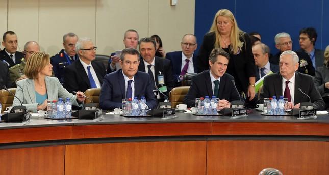 وزير الدفاع التركي يلتقي نظيره الأمريكي على هامش اجتماعات الناتو