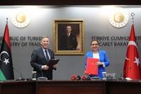 وزيرة التجارة التركية مع وزير التخطيط في الحكومة الليبية في أنقرة الأناضول