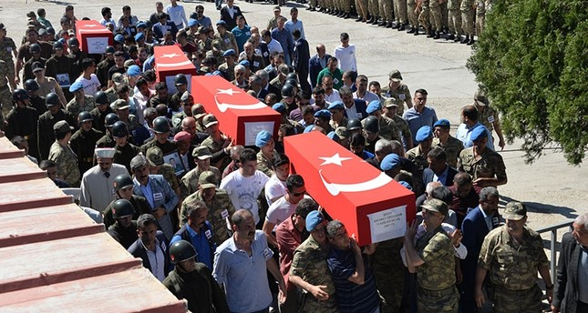 Coffins of soldiers who died in the helicopter crash are being carried on shoulders to placed in military aircraft to be send to their hometowns, in Turkey's eastern province of Şırnak, June 1, 2017. (DHA Photo)
