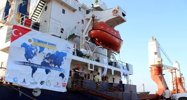 A Turkish ship carrying humanitarian aid arrived in the Yemeni port of Aden on February 24, 2016. (AA Photo)