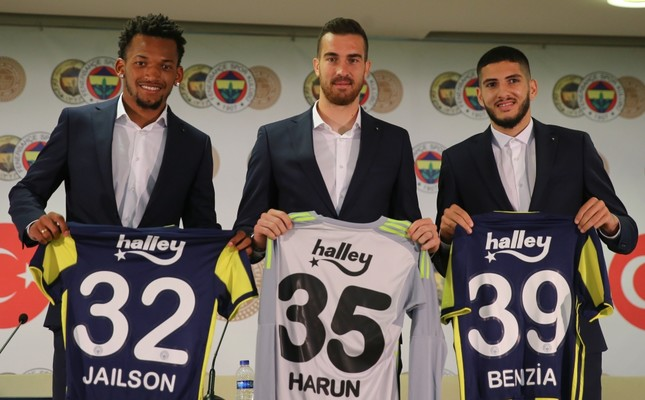 Fenerbahçe signed Brazilian midfielder Jailson Marques Siqueira (L), goalkeeper Harun Tekin (C) and Algerian forward Yassine Benzia in a ceremony at Ülker Stadium, Sept. 13.