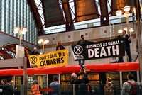 Climate change activists cripple London's Canary Wharf, LSE on last day of protests