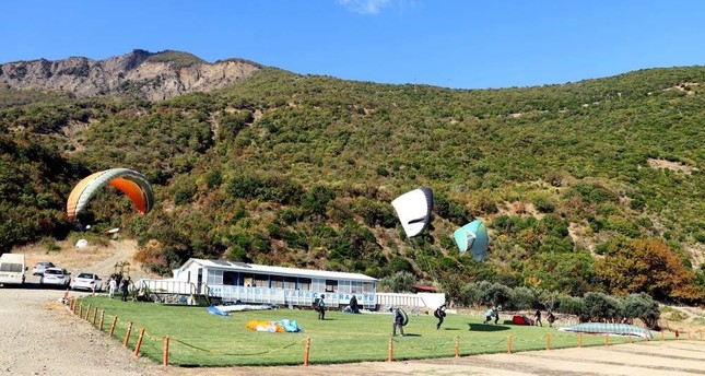 Amateur paragliders also have the opportunity to take lessons in Tekirda?. (AA Photo)