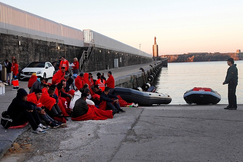 Migrants arrive after being rescued at sea to the port in Tarifa, southern Spain, 06 November 2017. (EPA Photo)