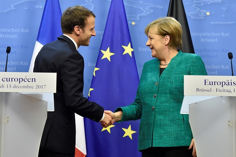 French President Emmanuel Macron and German Chancellor Angela Merkel shake hands after a joint news conference after the EU summit in Brussels, Belgium, December 15, 2017. (Reuters Photo)