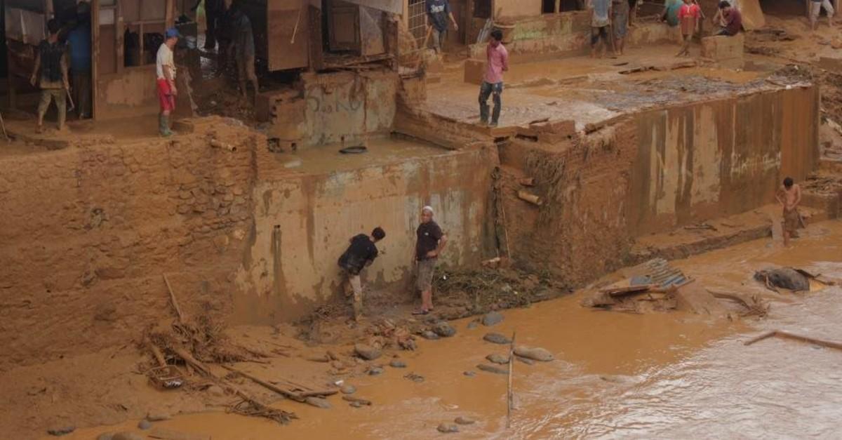 People clean up the clay after floods hit Lebak Gendong, Banten, Jan. 3, 2020. (Reuters Photo)