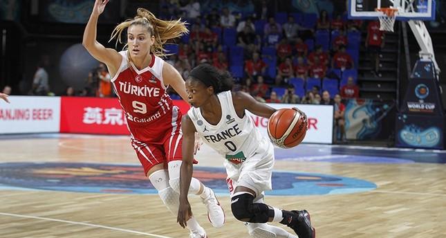 Turkey's Bahar Çağlar (L) and France's Olivia Epoupa (R) in action during the basketball match between France and Turkey at the 2018 FIBA Women's Basketball World Cup in Santa Cruz de Tenerife, Canary Islands, Spain, Sept. 26, 2018. (EPA Photo)
