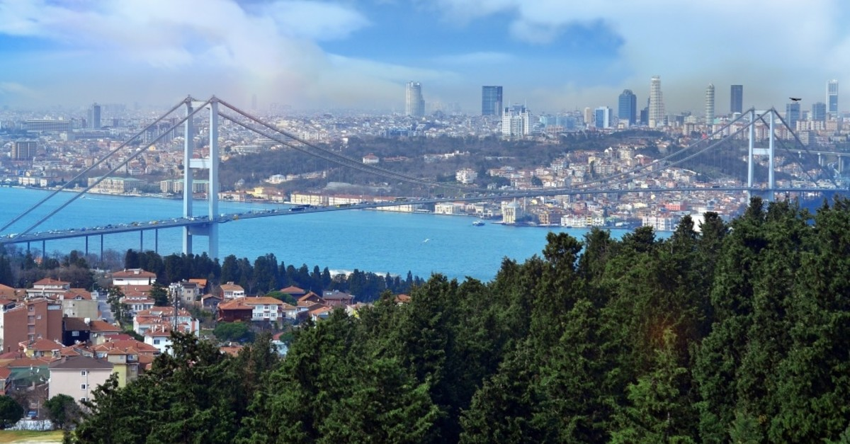 Founded by two expats residing in Istanbul, the Bosphorus Review of Books' newest anthology ,Two Currents: Bir Bosphorus Review of Books Antolojisi, features texts in both English and Turkish.