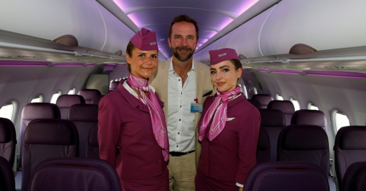 Skuli Mogensen, CEO of WOW air, poses with cabin crew members during a delivery ceremony of his first Airbus A321neo, during the 52nd Paris Air Show at Le Bourget Airport near Paris, France June 21, 2017. (REUTERS Photo)