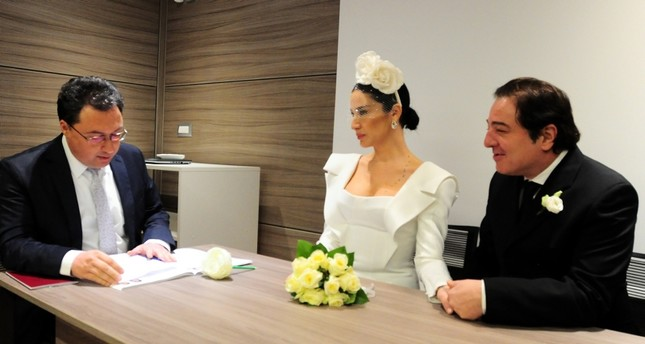 Consul General Özgür Uludüz performing the marriage ceremony of Fazıl Say and Ece Dağıstan in Milan, Italy on Friday Jan. 25, 2019 (DHA Photo)