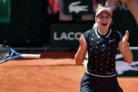 Anisimova stuns favorite Halep at French Open