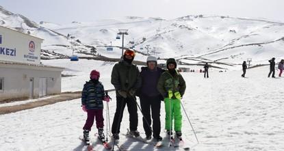 تركيا.. مركز دنيزلي للتزلّج استقبل 100 ألف زائر خلال20يوما