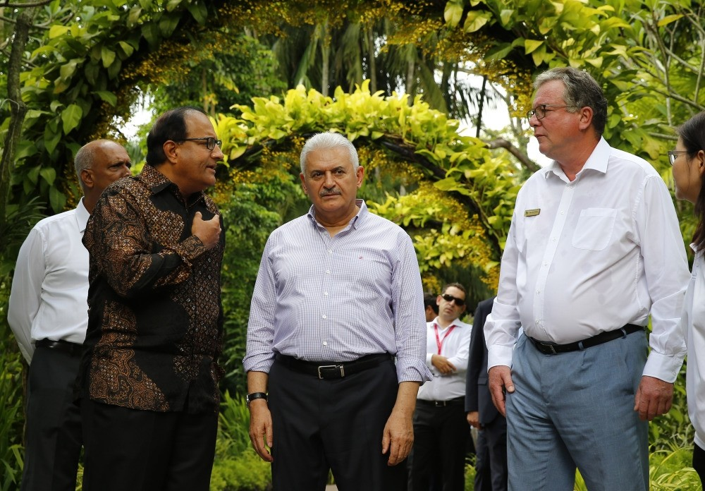 Prime Minister Yu0131ldu0131ru0131m paid a visit to the country's National Orchid Garden while in Singapore, from which he is scheduled to proceed to Vietnnam