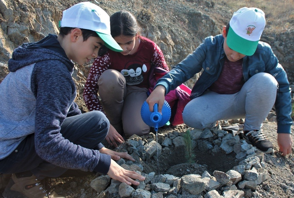 Students in the eastern province of Elazu0131u011f planted saplings as part of the campaign.