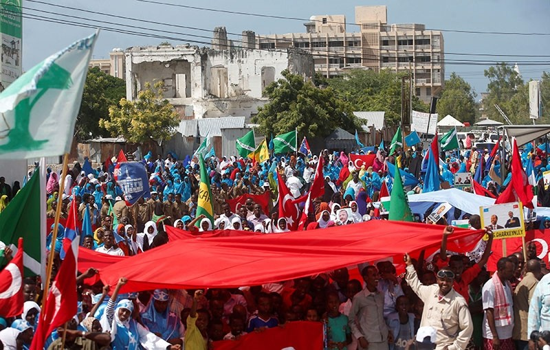 Somali people carry Turkish and Somali flags as they gather in support of Turkish President Recep Tayyip Erdou011fan and his government in Somalia's capital Mogadishu, July 16, 2016. (Reuters Photo)