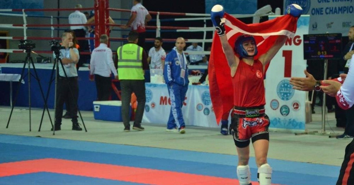 Duygu Turan carries the Turkish flag after winning a gold medal at the championships. (AA Photo)