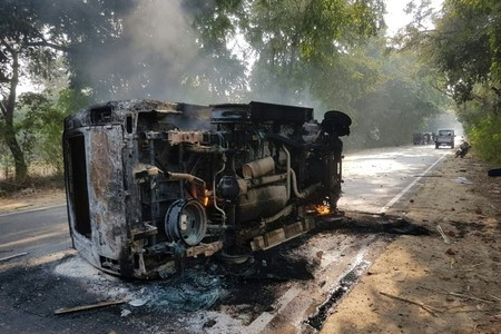 An upturned and smouldering vehicle is seen following mob violence at Chingravati village in Bulandhahr, India's northern Uttar Pradesh state, on December 3, 2018. (AFP Photo)