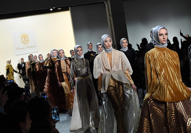 Models walk the runway for the Anniesa Hasibuan show during New York Fashion Week on February 14, 2017, in New York City (AFP Photo)