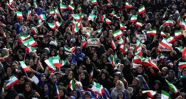 احتفال الإيرانيون بالذكرى السنوية للثورة الخمينية (رويترز)