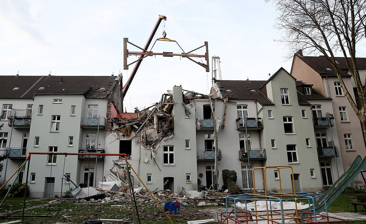 Emergency personnel work at the site of a house explosion in the city district of Hoerde, Dortmund, Germany, 31 March 2017. (EPA Photo)