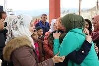 بعد علاج لعام ونصف في تركيا.. لم شمل فتاة سورية بأسرتها في معبر حدودي