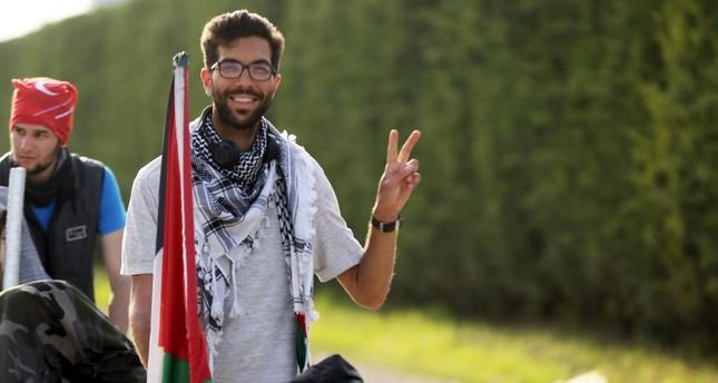 ناشط سويدي يصل دوزجه التركية مشياً على الأقدام في طريقه إلى فلسطين
