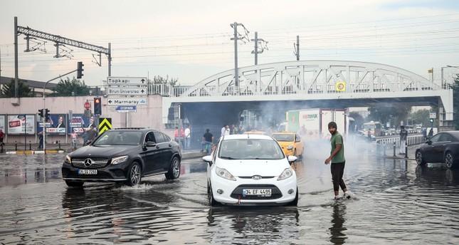 الأمطار الغزيرة تعطل المواصلات العامة في بعض مناطق إسطنبول