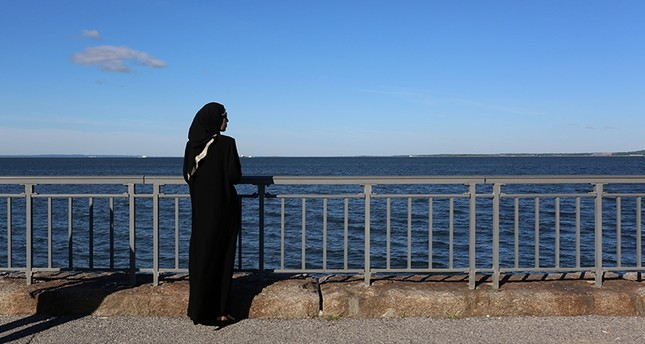 A Muslim woman stands along the boardwalk at Bensonhurst Park ahead of Eid Al-Fitr prayers to mark the end of Ramadan in Brooklyn, New York, U.S., June 15, 2018. (Reuters Photo)