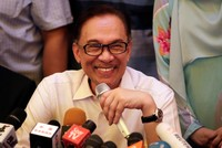 Malaysia's Anwar Ibrahim walks free, pledges full support to PM Mahathir