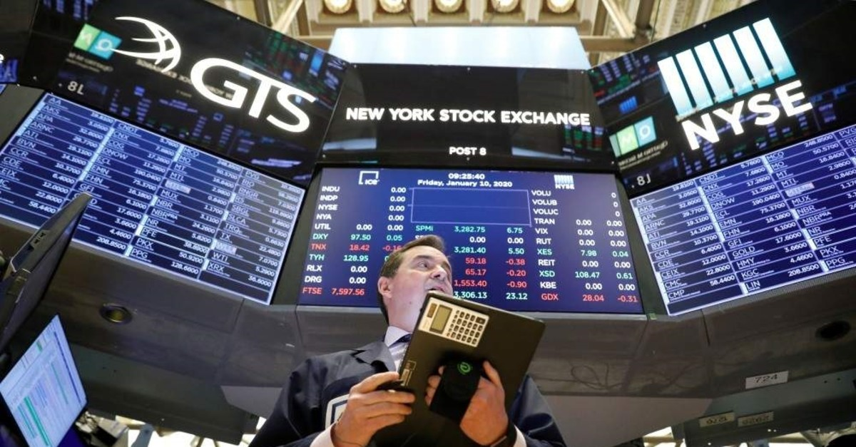 Traders work on the floor at the New York Stock Exchange (NYSE) in New York, U.S., Jan. 10, 2020. (Reuters Photo)