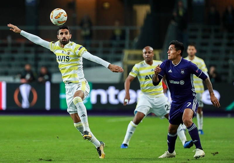 Alper Potuk of Fenerbahu00e7e (L) and Andy Najar of Anderlecht in action during the UEFA Europa League match at the Constant Vanden Stock stadium in Anderlecht, Belgium, Oct. 25,2018. (EPA Photo)