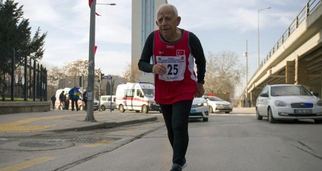 Erdoğan Dulda competing in 83rd Grand Atatürk Run in Ankara, Dec. 27, 2018. (IHA Photo)