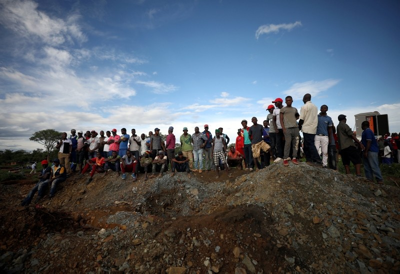 Onlookers wait for news as retrieval efforts proceed for trapped artisanal gold miners near Kadoma, Zimbabwe, February 16, 2019 (Reuters Photo)