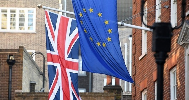 EU commission sees UK payments continuing to 2020 despite Brexit