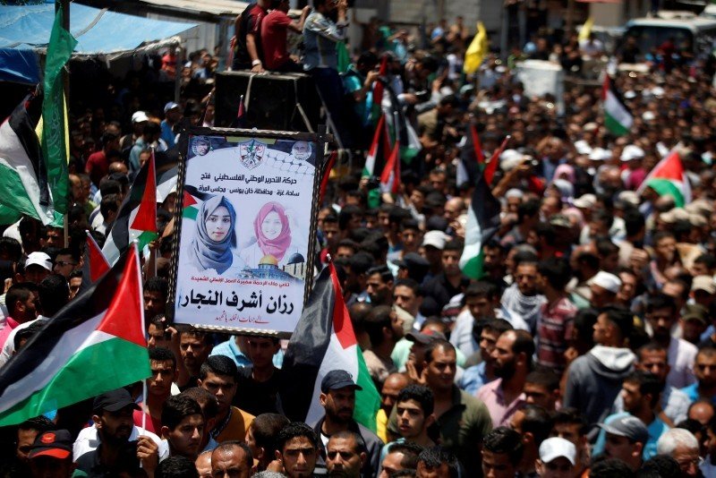 Mourners attend the funeral of Palestinian nurse Razan Al-Najar, who according to health officials and a witness was killed by Israeli forces as she tried to help a wounded protester at the Gaza border, on June 2, 2018. (Reuters Photo)