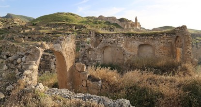 pThe historic and natural beauty of southeastern Turkey's Hasankeyf has ignited interest in tourists from across Turkey and abroad, who are visiting the region in large numbers before the Ilısu Dam...