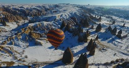 Воздушные шары, лыжи и спа: Каппадокия становится центром зимнего отдыха
