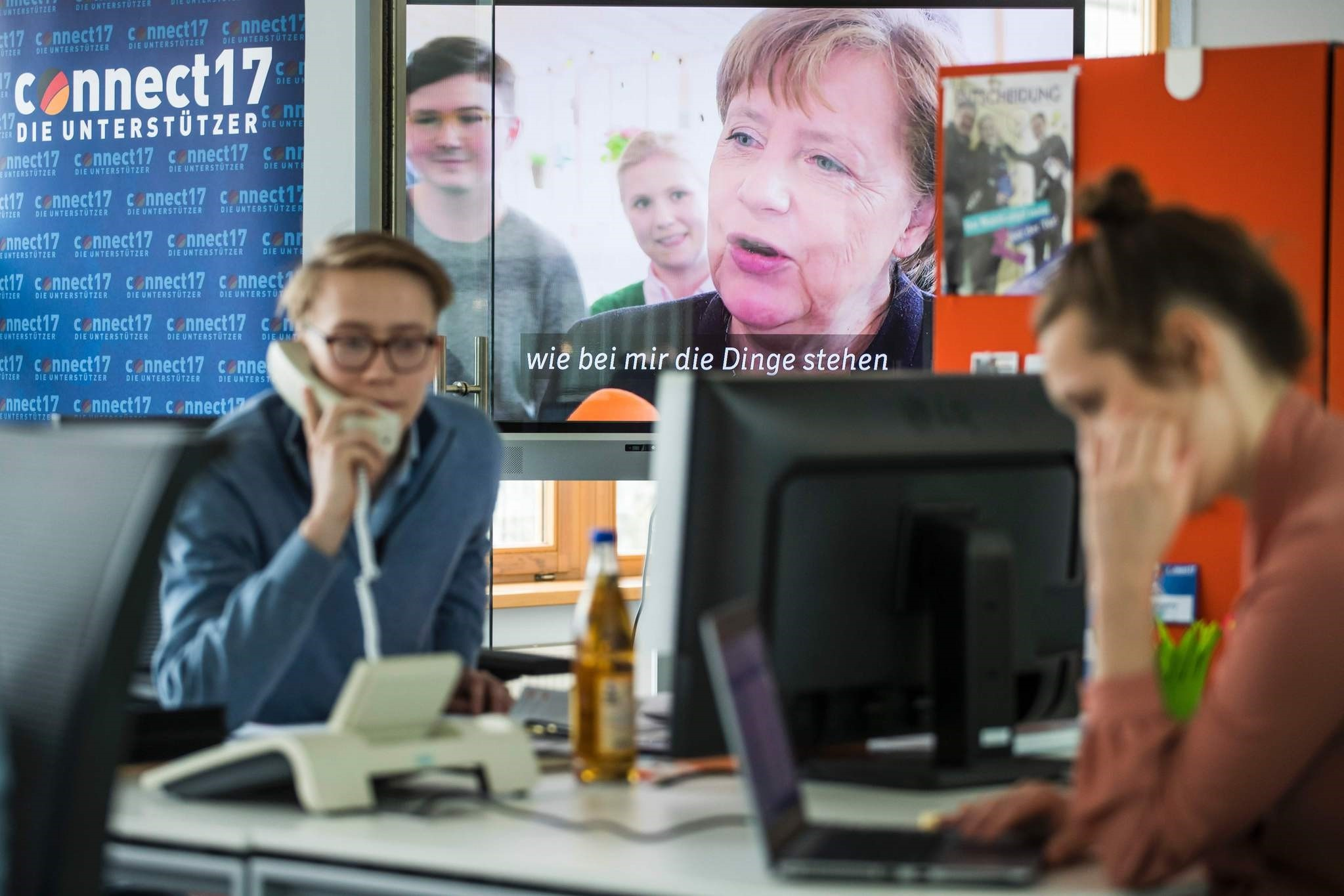 Campaign staff work at the CDUu00b4s election campaign centre in the Konrad Adenauer house in Berlin on April 3, 2017. (AFP Photo)