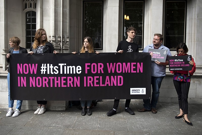 Campaigners supporting a change in Abortion laws in Northern Ireland outside the Supreme Court, Central London, Britain, June 7, 2018. (EPA Photo)