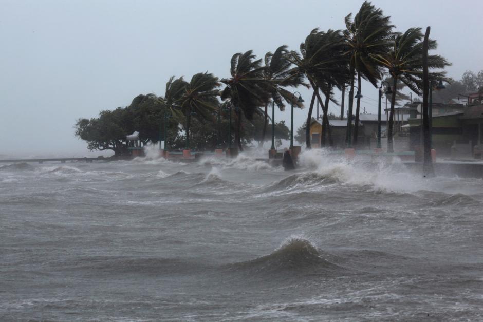 Hurricane Irma slammed across islands in the northern Caribbean on Wednesday, in Fajardo, Puerto Rico September 6, 2017. (Reuters Photo)
