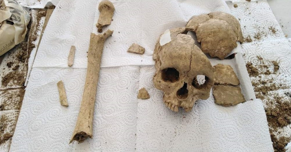 The skull and femur discovered is thought to belong to the Hittite era. (AA Photo)