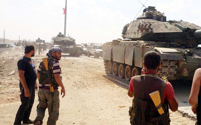 Free Syrian Army fighters shared images of Turkish tanks advancing in al Rai through social media networks on Sept. 3, 2016 (DHA Photo)