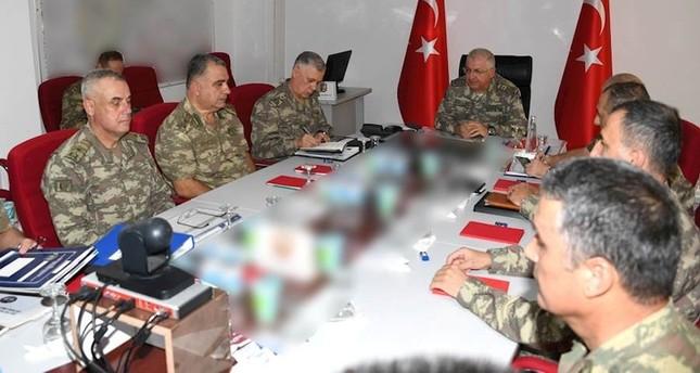 قادة في الجيش التركي يطلعون رئيس الأركان على الأوضاع في إدلب