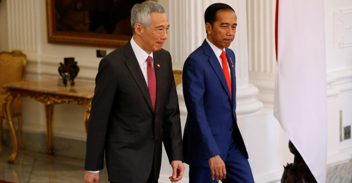 Singapore's Prime Minister Lee Hsien Loong and Indonesian president Joko Widodo walk during their meeting ahead of the inauguration for the second term of Widodo at the Presidential Palace in Jakarta, Indonesia, October 20, 2019. (Reuters Photo)