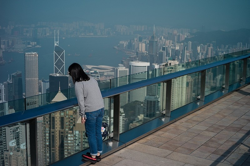 A tourist looks at Victoria Harbour from a viewing deck on Victoria Peak in Hong Kong, China, 04 December 2017. (EPA Photo)