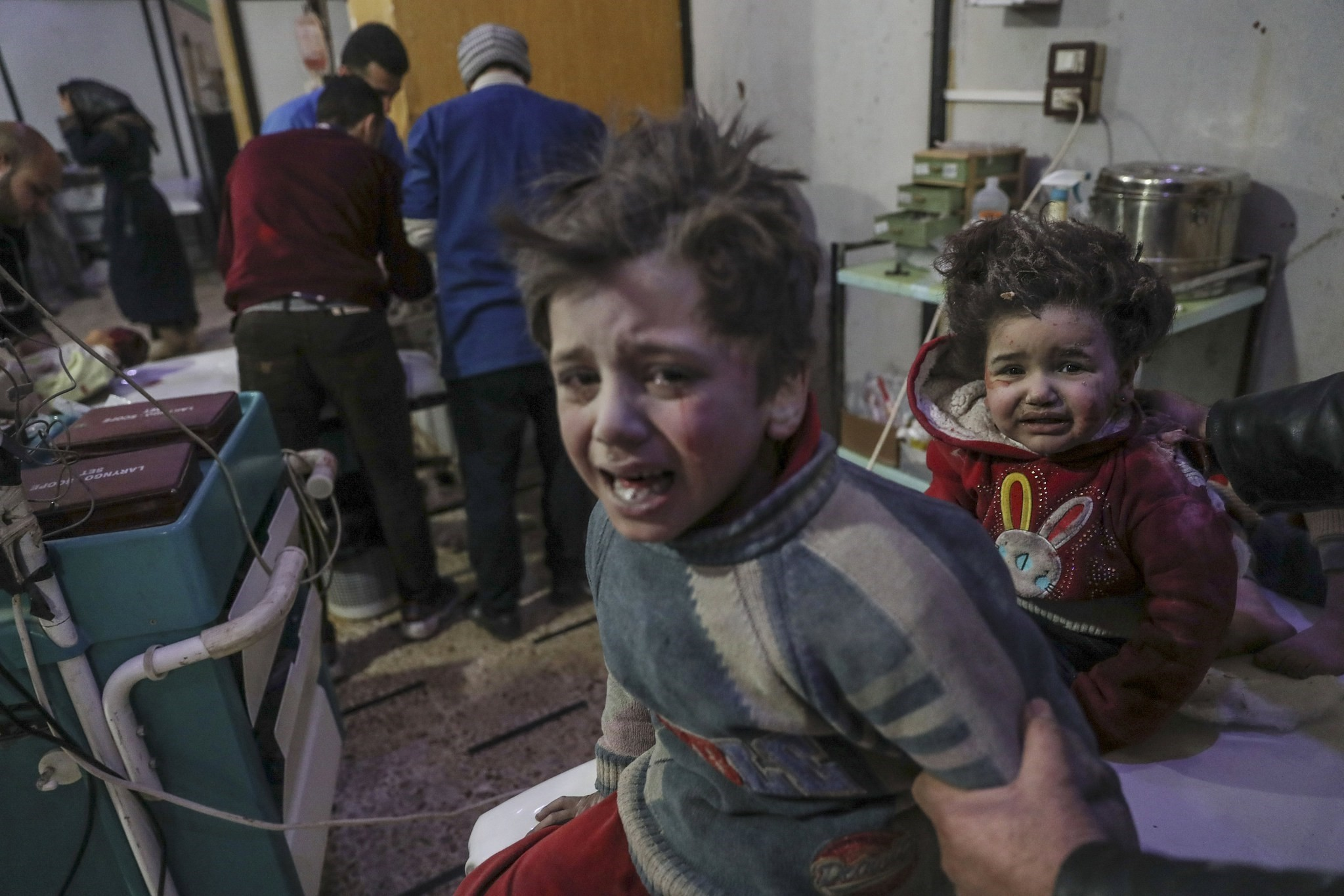 Injured children are treated at a hospital in opposition-held Douma, Eastern Ghouta, Syria, February 19, 2018. (EPAPhoto)
