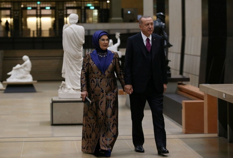 This handout photograph shows President Recep Tayyip Erdou011fan and his wife Emine Erdou011fan as they arrive for a dinner hosted by French President Emmanuel Macron for heads of states in Paris on Nov. 10, 2018. (Turkish Presidential Press Service via AFP)